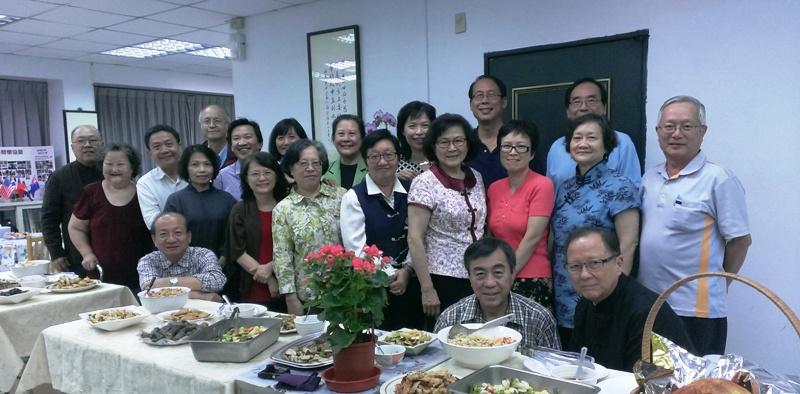 蓉青姊妹(第二排右二)與2014年國際董事會同工們合影